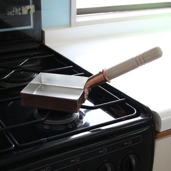 卵焼きが巻きやすい角度に設計されたハンドルなど、こだわりもたくさん。職人さんが一つ一つ丁寧に手作りしている商品です*