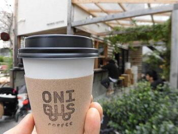バスをイメージしたロゴが可愛らしい「オニバスコーヒー」。中目黒、奥沢などをはじめ東京都内に5店、ホーチミンに1店が展開されています。店名の「オニバス」は「コーヒーで、人と人をつなぐ」ことを願ってつけられたのだとか。