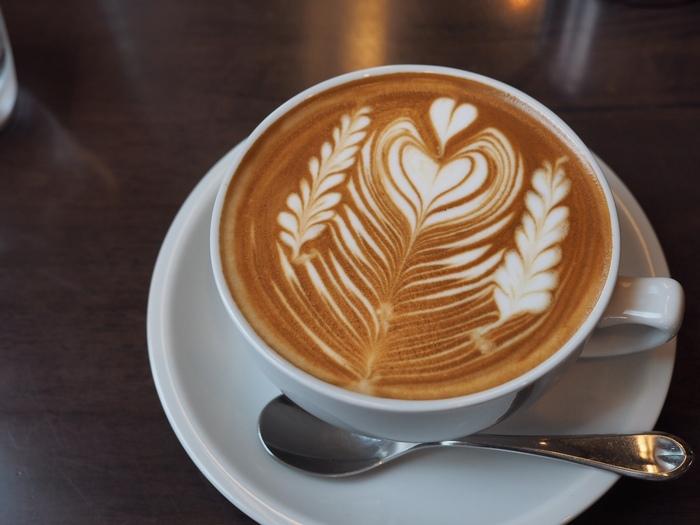 札幌市でスペシャルティコーヒーを扱う自家焙煎珈琲店、STANDARD COFFEE LAB. 札幌の南区・藤野と中央区の狸小路近くの2店があります。本店のラテアートはどれも模様が繊細できれい!