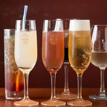 お酒好きに嬉しい、90分の飲み放題が付いたコースも。ワインやカクテル、サングリアなど、女性が飲みやすいメニューが揃っています。ノンアルコールカクテルの種類も豊富です。