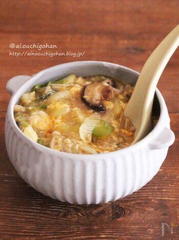 野菜と卵で作る具だくさんスープ。味付けは麺つゆだけでとっても簡単。冷蔵庫の余り野菜を消費することもでき一石二鳥です♪