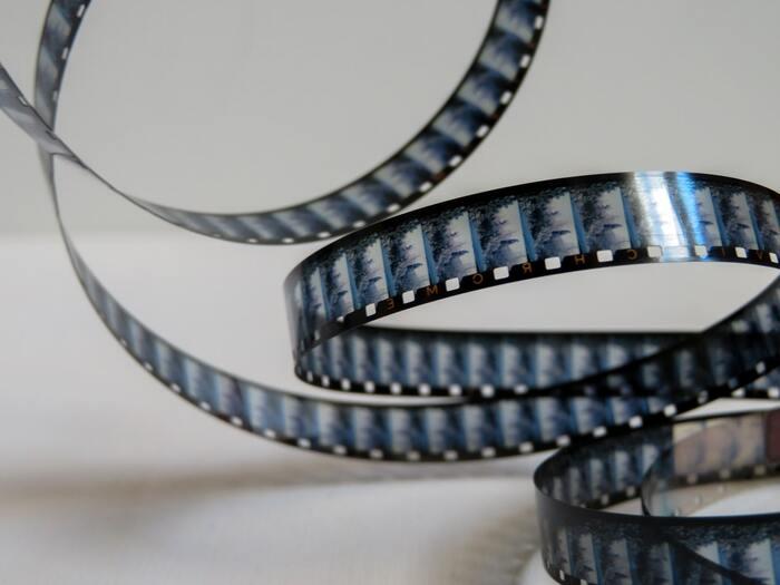 哀愁が漂う美しい映像が魅力のこの映画は、全編通して8mmフィルムで撮られているとのこと。そのせいもあってか、何の変哲もないごく普通の風景がとても印象的に見え、映画を通して人生の休憩時間を味わうようなそんな気持ちにさせてくれます。疲れたときにおすすめの映画です