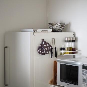 かゆいところに手が届く。ピタッと冷蔵庫に貼る「マグネット付収納アイテム」が進化中!