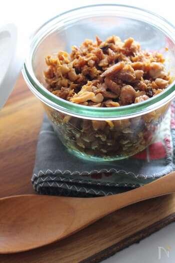 サバなどの魚のそぼろもいいですね。シンプルな和の調味料を使って、好みのほぐし加減で仕上げたサバそぼろは絶品です。サバ缶で作るのもいいですが、鮮魚を使うとおいしさが違います。