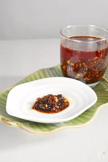 ご飯や麺はもちろん、エスニック料理のトッピングで活躍する海老ラー油。海老は、干しアミエビを使っているので手軽です。また、本場ではレモングラスをたっぷり使うようですが、もしなければレモンの皮を乾燥させて使うのもいいでしょう。冷蔵で半年程度保存可。