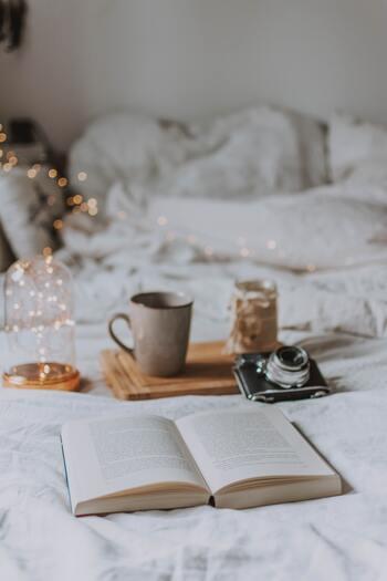物語や興味のあるテーマの世界にどっぷりと浸るひとときは、しばし現実を忘れることができそう。心がざわざわする時こそ、平常心を取り戻せる大好きな本を傍らに置いてみては。