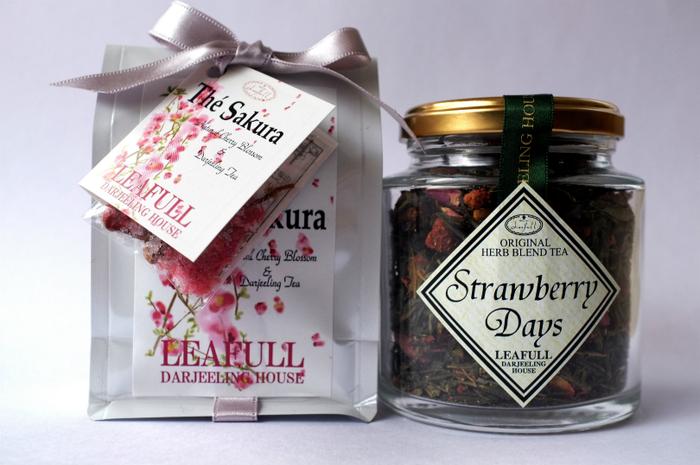 巨峰、マロンなど季節ごとのアロマティーは、ストレートでいただくのがおすすめ。こちらのストロベリーティーは、華やかな香りが女性好み。「桜のダージリン」など限定商品もあるので、季節に合った紅茶ギフトを選ぶことができそうです。