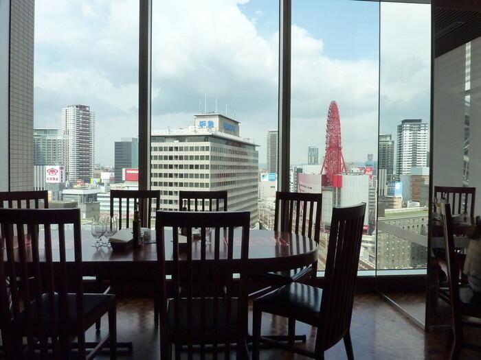 大阪の老舗イタリアン「ポンテベッキオ」のルクア店。ルクア10階にあるので、梅田のランドマーク的存在であるHEP FIVEの赤い観覧車を眺めることができます。