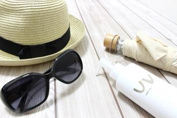 春になると紫外線量が増えます。紫外線対策をしっかりしないと、シミやニキビの原因となるため日焼け止めを塗ったり、紫外線カット効果のある化粧下地を使ったりしましょう。1日中外出する日はSPF30以上を目安に選ぶのがベターです。