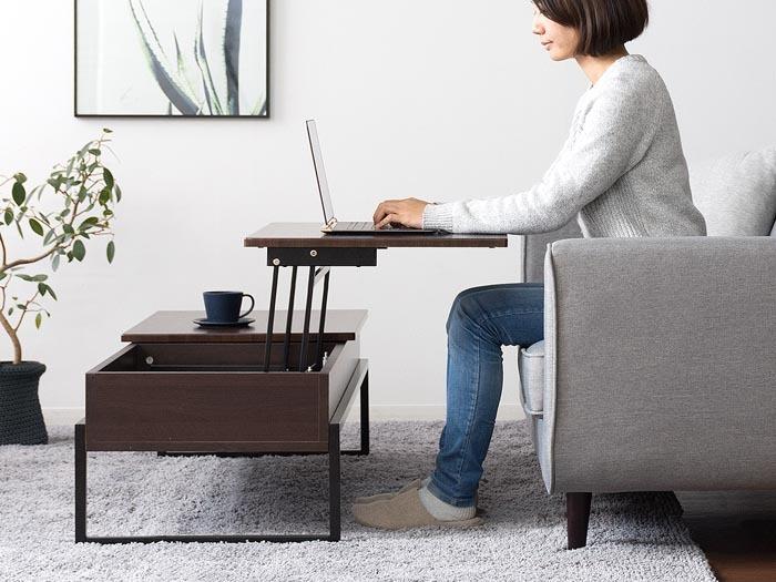 ソファに腰かけての作業に最適な60cmの高さまで天板が上昇。食事もできます。内部は収納スペース。ゴチャゴチャとものを置かないすっきりとしたテーブルが実現します。