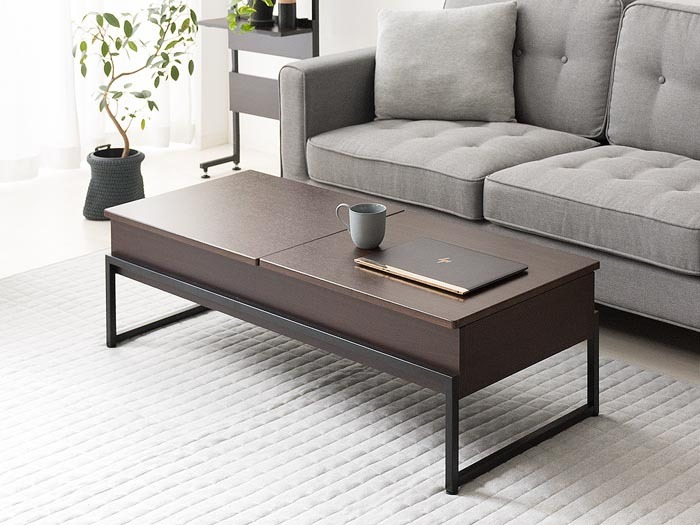大きさは幅:120×奥行き:50.5×高さ:37cm。天板:合成樹脂化粧繊維板(塩化ビニル)、脚:スチール。 一見、スッキリ男前なローテーブルに見えますが、テーブル高さ37cmにパソコンを置くのでは作業になりません。