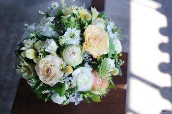 人気フラワーショップ「イクス」の母の日ブーケ。華やかなバラを主役に、「NATURAL」 「COLORFUL」「ANTIQUE」の3タイプのイメージに合わせた花束で、お母さんの雰囲気に合わせて選べます。普通の花束とひと味違うものをプレゼントしたい方におすすめです。