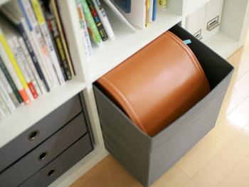 「DRÖNA」はボックスタイプで、ランドセルんど大きめのものを入れやすいサイズ感。出し入れしやすいように持ち手も付いています。ホワイトやブラック、ダークグレーの他にレッド、ダークブルーなどもカラーバリエーションも豊富!