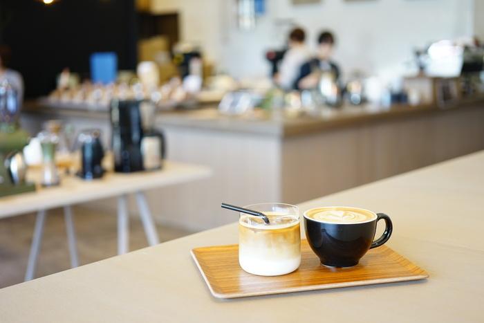 お店は奈良市内に2店。「ROKUMEI COFFEE CO. NARA」ではコーヒーと焼き菓子やケーキなどを、三碓(みつがらす)の「TOMIO ROASTERY」では、コーヒーと羊羹の組み合わせなんかも楽しめます。