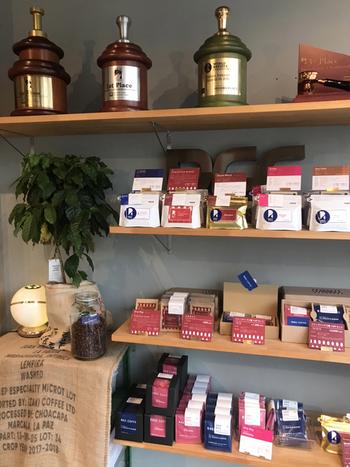 こちらのコーヒーは、豆やブレンドごとの個性が感じられつつも、リピートしたくなる飲みやすさが印象的。初めてのお取り寄せには、WEB限定のブレンド2種・シングルオリジン2種のトライアルセットがおすすめです。