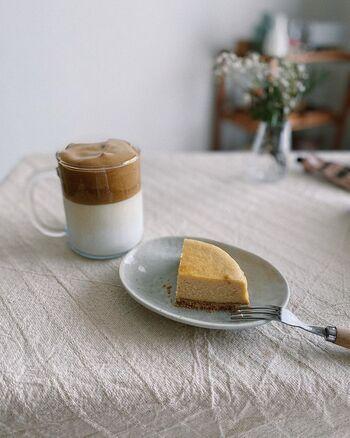 ふわふわな見た目がとってもかわいい!「ダルゴナコーヒー」でおうちカフェ気分♪