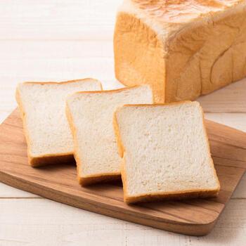 朝ごはんといえばこちら。卵も乳製品も使わない、シンプルな食パンです。小麦粉の甘みや美味しさをダイレクトに味わえます。コシのある食感もgood!そのままでも、トーストしても、ジャムや具材をのせても美味しく、色々な食べ方ができる食パンです。