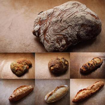 噛みごたえのあるハード系パンのセット。食事に合うフランスパンや、ナッツやチーズが入ったパン、くるみやレーズン、さつまいもが入ったおやつパンなど充実のラインナップです。