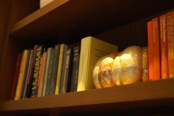 大切な本と暮らすために。インテリアに馴染む「本棚」の選び方と収納
