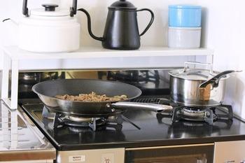テフロンプラチナ加工で耐久性があり、焦げ付きにくいのも特徴。ピカピカとした高級感のある扱いやすいフライパンです。