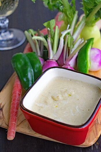 アンチョビペーストが手に入れば、なじみのある他の材料と混ぜるだけなので、簡単に作れます。 サラダだけで飽きてきたら、バーニャカウダを食卓に並べてみませんか。新鮮な野菜を違ったテイストで楽しめますよ。