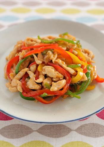 一人分105kcalですが高タンパクでビタミンも取れるという優秀レシピ。  いつも牛肉で作る青椒肉絲も、鶏ささみに置き換えることでヘルシーになりますよ!ヘルシーなのに・・タンパク質はしっかり補給できます◎ しっかり食べてもストレスフリー、罪悪感なしです。