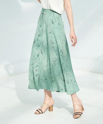 セットアップの良いところは、ワンピースやオールインワンとは違い別々でも着まわせること。なので、スカートとパンツどちらを購入するか迷っても大丈夫!1セットで何通りもコーデを楽しむことが可能です。