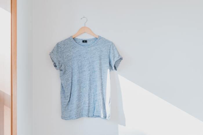 セットアップを長く愛用する秘訣として、着まわし上手になることが挙げられます。そこで覚えておいて欲しいのは「インナーを変える」こと。羽織タイプのセットアップなら中に重ねるものをシャツにしたりカットソーにしたり、スカートの場合ならレギンスやタイツ・ソックスでアレンジしたり…インナーのバリエーションを増やすことで、よりセットアップを楽しめるでしょう。