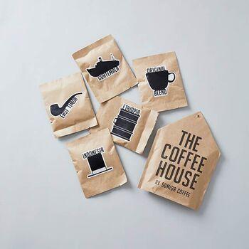 アウトドア用のコーヒーツールは持っていないという方でも、浸して抽出するだけのコーヒーバッグなら、お湯とカップさえあれば簡単です。