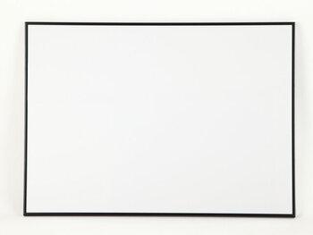 A2サイズがぴったり収まる、シンプルなアルミ製のフレームです。工具などは不要で、コイン一枚あれば簡単にポスターを出し入れできるので、ポスターを頻繁に変えたいという方にもおすすめ。ブラックとホワイトの2色展開です。