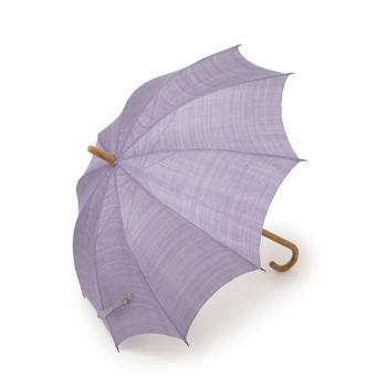 人の手で丁寧に織った麻生地で作られた日傘です。職人技が光っていて、ずっと愛用したい一品。藤の花のような紫が美しいですね♪