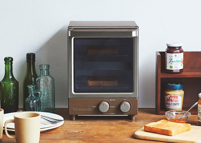 縦型タイプのオーブントースターは、横幅がコンパクト。収納スペースが狭く置き場所に困っているときにおすすめです。  「Vitantonio」のオーブントースターは、二段になっているので、上段・下段でパンを焼けるのが特徴です。上段・中段・下段にヒーターがついていてムラなくしっかり焼き上がります。