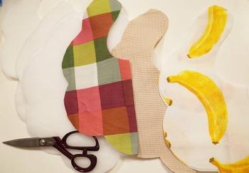 はじめてのお裁縫だったら、すぐに始められるスタイ作成キットを使ってみるのもおすすめ。  こちらのキットには、表布、裏布、ドミット芯、スナップボタン、型紙が入っています。しかも、裁断済みなので、緊張するカットも必要ありません。緩いくも型のスタイがつくれます。