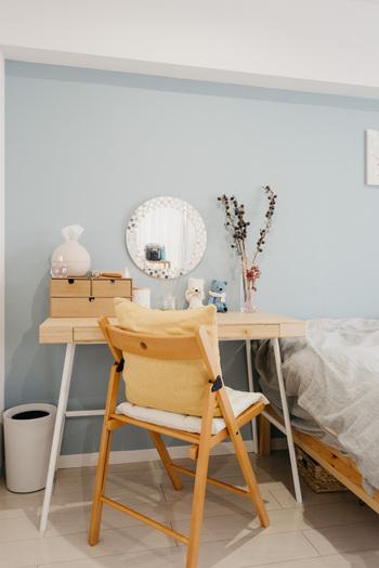 空いたスペースにグリーンやお気に入りの小物を飾れば、メイクするときのテンションも上がります。