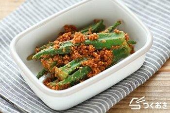 夏の旬野菜オクラもナムルに。1本丸ごとの状態で茹でて、ナムル用の調味液に漬け込むだけ。コリっとした歯ざわりも魅力です。