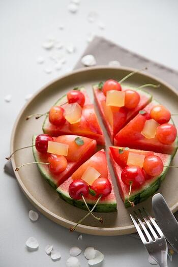 季節のフルーツをピザのように楽しむデコレーションデザート。テンションが上がる可愛らしさですね。チーズ・レモン汁・オリーブオイルなどをかけるのもOK。朝食にもおすすめです。