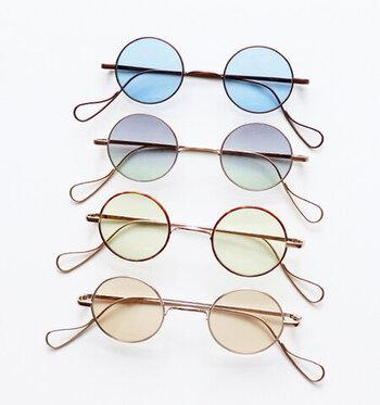 """レンズカラーが豊富で可愛いくも美しい「Buddy Optical(ボディーオプティカル)」の""""a/n""""モデル。カラーはそれぞれ、アンティークカッパー、マットゴールド、ゴールドエナメル、ゴールドの4種類。"""