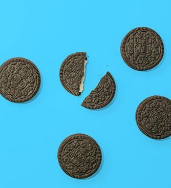 アイスクリームに混せても美味しいオレオクッキー。砕いてトッピングもサクサクとした食感が楽しめて◎。