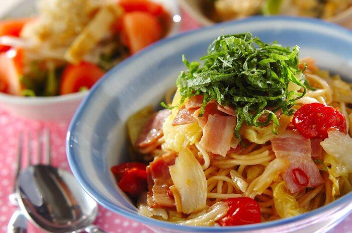 ベーコン・トマト・アンチョビといった洋風の素材を、醤油で味付けて和のテイストに。見た目も香りも食欲を誘う本格的なレシピです。