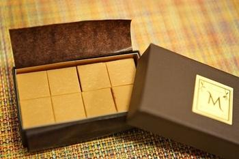 先ほどご紹介した「ブロンドチョコレート」を存分に味わうなら、生チョコレート「ナンバーフォー(NO.4)」がおすすめ。濃厚でミルキーな中にちょっぴり塩気が感じられ、キャラメルのような味わいを楽しめます。