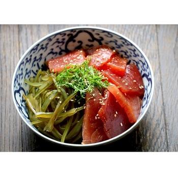 低カロリーなのに食物繊維豊富、栄養素的には美肌や美髪効果も期待大!な海藻「茎わかめ」。気になる食べ方、作ってみたいレシピはありましたか。  ご飯のおかずとしてはもちろん、お酒のおつまみ、おやつ感覚で・・・ぜひ「茎わかめ」を味方につけて、ヘルシーな食生活を叶えてくださいね。
