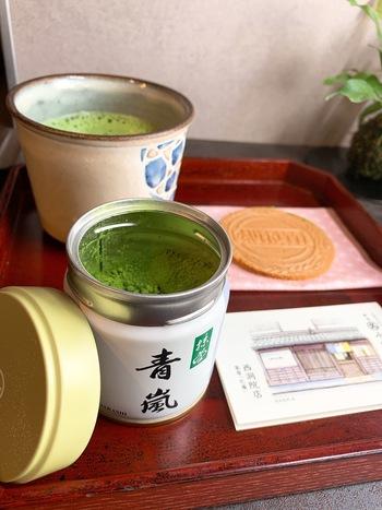 「青嵐」は、少し薄めに点てるとさっぱりとした風味に。抹茶茶碗がなくても、カフェオレボウルで点てることもできるので、カジュアルに楽しむのも良いですね。