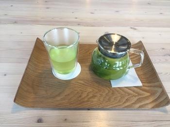 """「USAGIYA(ウサギヤ)」は、昭和20年(1945年)創業の老舗茶店「吉川園」の3代目が旭川にオープンした""""日本茶との新しい付き合い方""""がコンセプトのお店です。"""