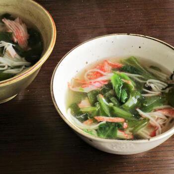 カニかまとはいえ、カニっぽい旨みがでます◎ カニかまは(葉の)ワカメスープでも定番ですが、もちろん、茎わかめと組み合わせてももちろん絶品。  レタスで食物繊維をさらにプラスでき、生姜で温活効果も◎ 栄養素的にもおすすめのスープレシピです。
