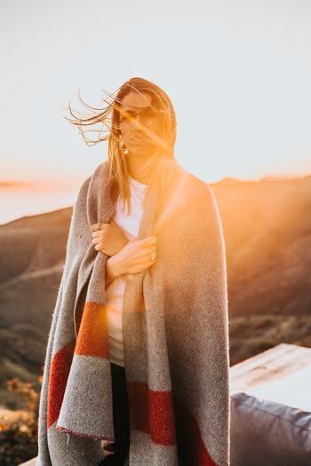 「五性」とは食材を食べたときに体を冷やしたり温めてくれる「温・熱・涼・寒・平」の5つの作用のことです。体調や季節によって食材を工夫し、体を温めすぎず冷やしすぎない「平性」というバランスの取れた状態に保つことが健康につながるコツ。どれかひとつの食材ばかり食べると体をあたためすぎたり、逆に冷やしてしまうので気を付けて。特に冷え性の人は「涼・寒」の食材は食べすぎないようにしましょう。