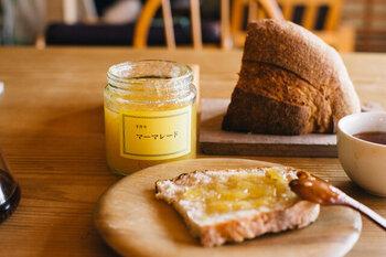 静岡県で素材の味を大切にしたジャム作りをしている津田さんのマーマレードジャム。旅するパン屋「ヒラタ家」が旅先で出会い、あまりのおいしさに感動したとか。