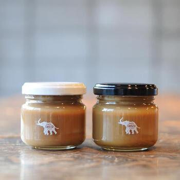 栃木・那須塩原に拠点を置くコーヒーショップ「SHOZO COFFEE」のミルクティジャムとコーヒージャムのセット。香料や着色料などの添加物は不使用。スコーンとの相性もバツグンなので、ティータイムのお供にいかがでしょうか?