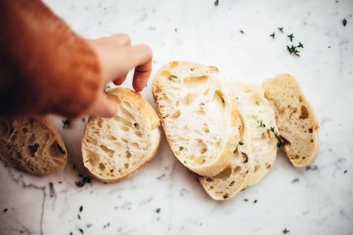 一口一口よく噛んで味わうことで、食事の満足感を上げることができます。よく噛み、ゆっくりと食事をとることで、一回の食事量を減らせるだけでなく、間食を防ぐ効果も。一口30回噛むことを目標においしくいただきましょう♪