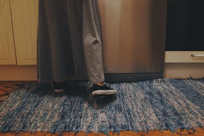 立って歯を磨いたり家事をしていたりしている間も運動時間に変えちゃいましょう♪かかとの上げ下げ運動なら、どこでもできるのでおすすめです。