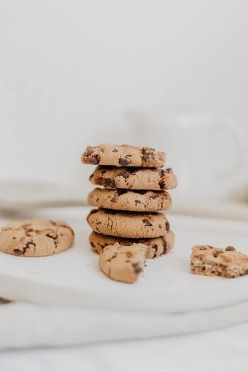 つい運動をさぼってしまったり、甘いものに手がのびてしまったりしても、自分を責めすぎないのが大切。ダイエット中に自分を責めすぎてしまうと、ダイエットに嫌なイメージがつき、続けづらくなってします。今日失敗したら、明日その失敗を防ぐにはどうすればよいか考えましょう。